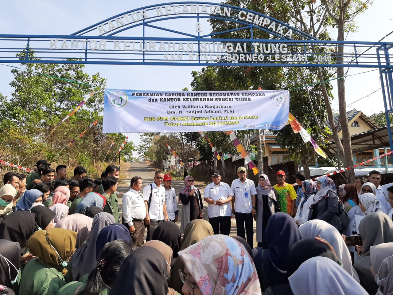 Peresmian Gapura Kantor Kecamatan Cempaka dan Kantor Kelurahan Sungai Tiung